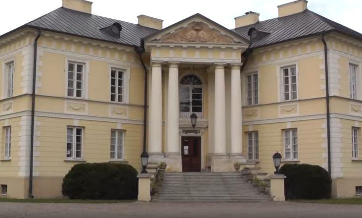 Zespół pałacowy w Dobrzycy
