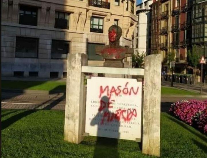 Zdewastowano popiersie Simona Bolivara w Bilbao