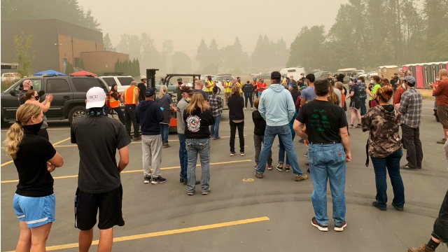 USA - Wolnomularze pomagają ofiarom pożarów