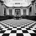 Mozaikowy bruk: opozycja czy komplementarność?
