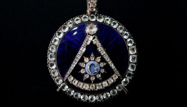 Biżuteria z historią w tle: Ozdoby dla wtajemniczonych